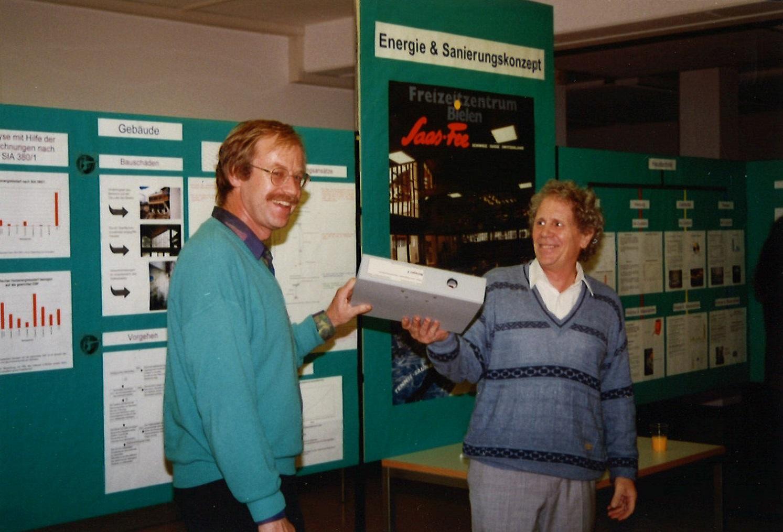 Übergabe der Leitung von Gründer Werner Traber (rechts) an Armin Binz, 1995