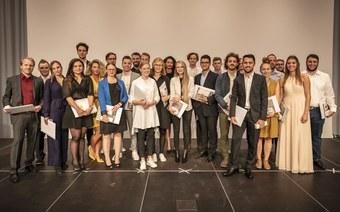 Wir gratulieren: 97 Studentinnen und Studenten erhielten ihr Diplom