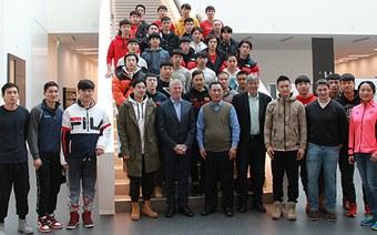 Hoher Besuch am Campus Olten: Die Hochschule für Wirtschaft empfing den chinesischen Botschafter in der Schweiz und eine chinesische Eishockey-Auswahl