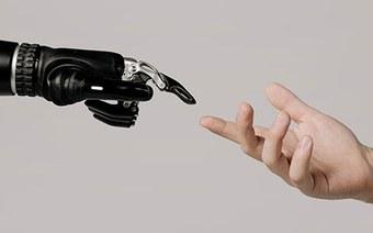 Umarmungen mit einem Roboter