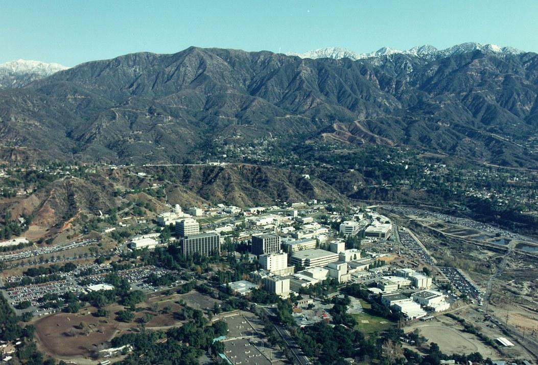 1053px-Aerial_View_of_JPL_-_GPN-2000-001980.jpg