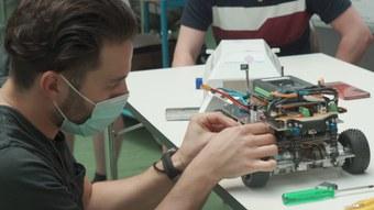 Systemtechnik-Studierende bauen autonome Monster Trucks