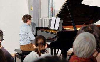 """""""Am seidenen Faden… - Klaviermusik des neuen Milleniums»"""