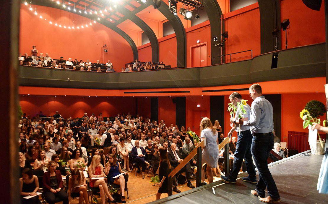Diplom2018_Abgang Bühne.jpg