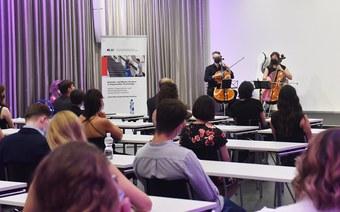 Hochschule für Angewandte Psychologie FHNW vergibt 165 Bachelor- und Master-Diplome