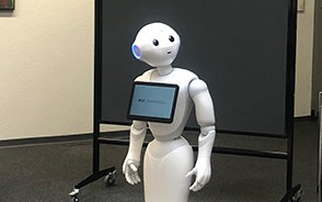 Forschungsprojekt zur Interaktion von Menschen und sozialen Robotern