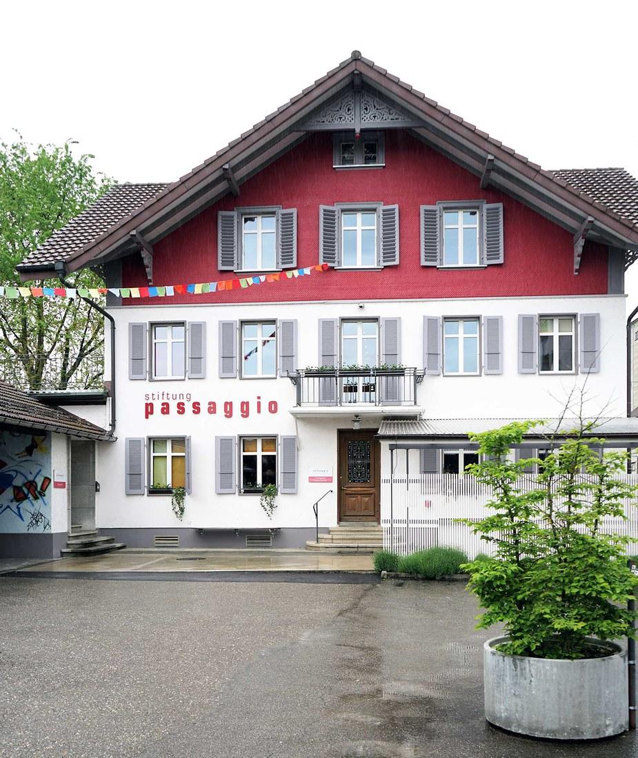 Das Haus der Stiftung Passagio in Lützelflüh (© Renate Good).