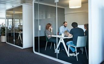 Meeting Zone – Boxen und Sitzmobiliar