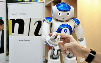 Chancen und Risiken sozialer Roboter für die Schweiz