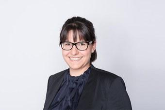 Dr. Julia Arnold