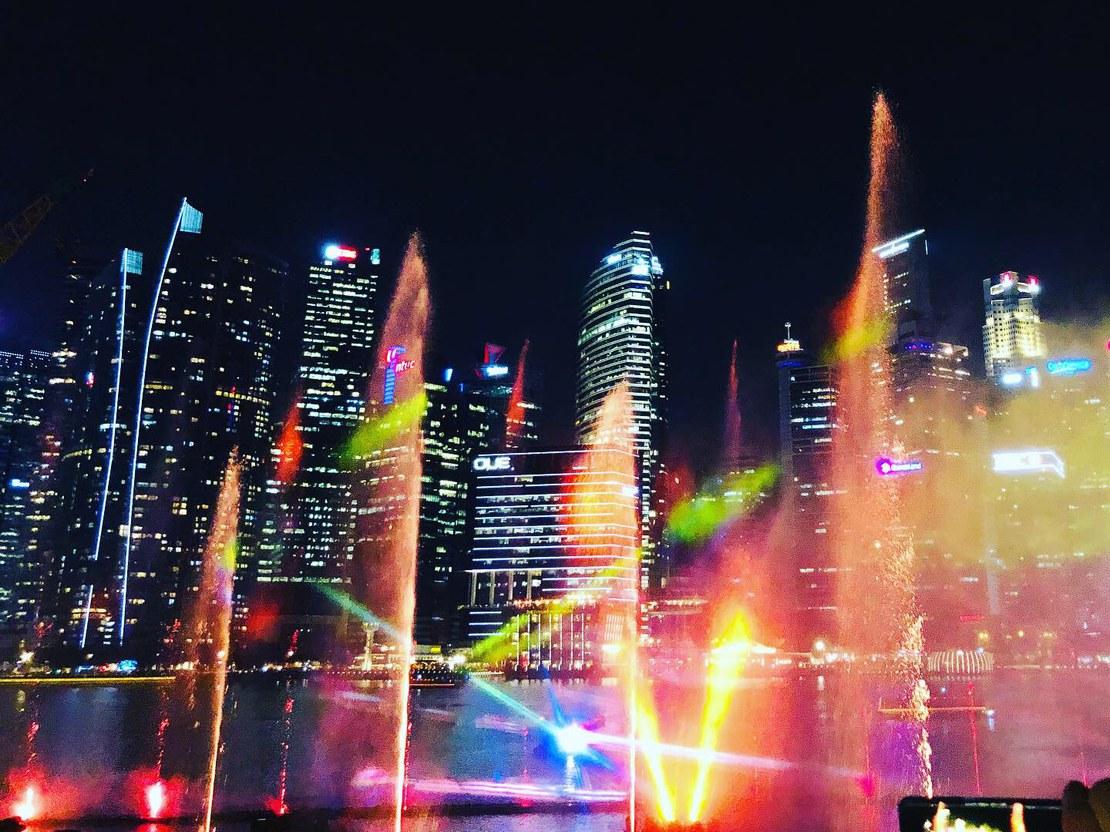 04_hauck_Lichtershow mit Blick auf die Skyline von Singapur_56x42.jpg