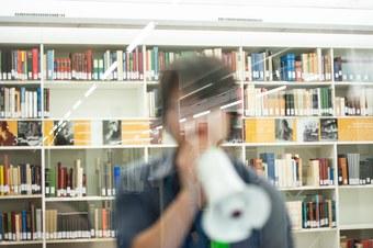 Megafon in Bibliothek
