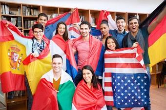 Globus mit Flaggen
