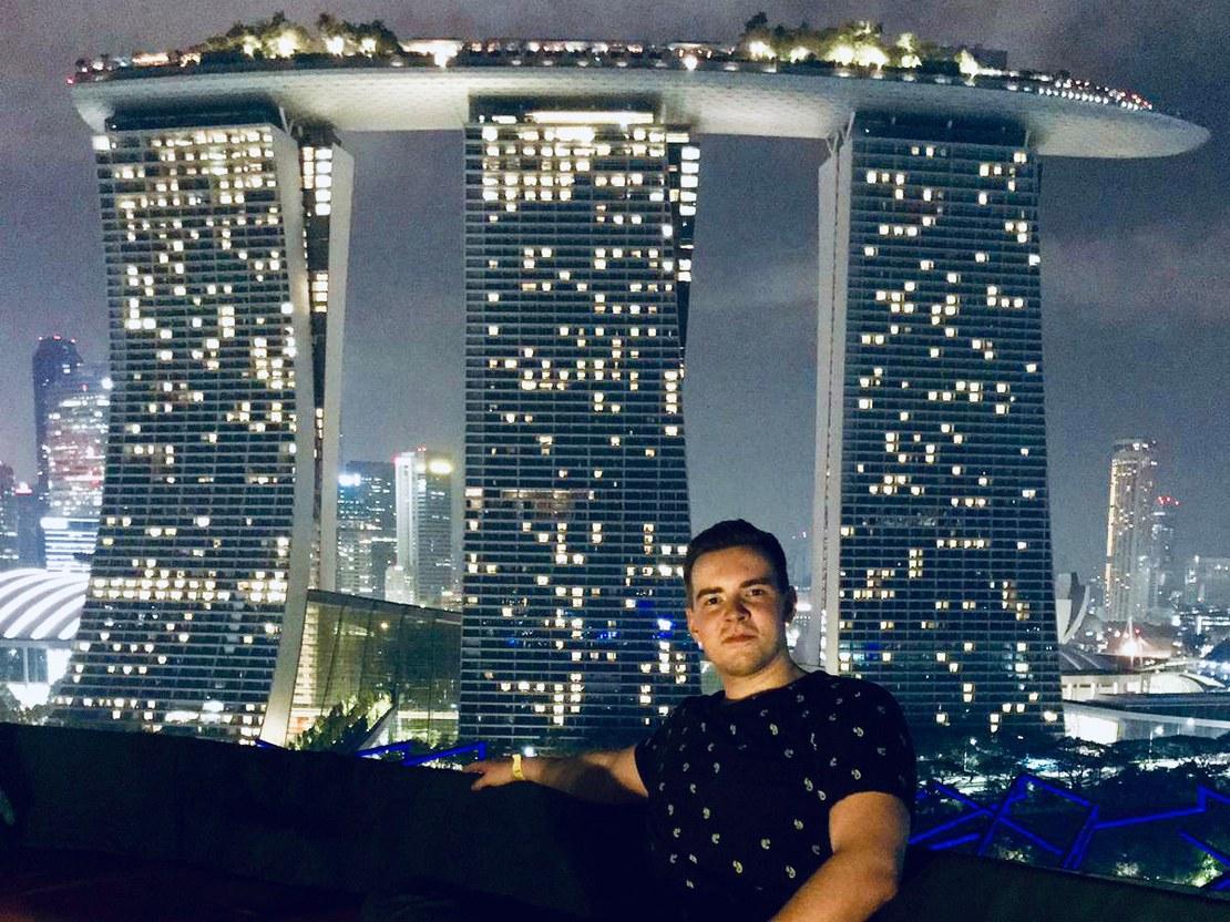 06_hauck_Roof Top Bar mit Aussicht auf Marina Bay Sands Hotel_56x42.jpg