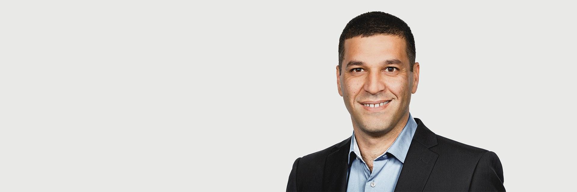 Dr. Uri Nahum