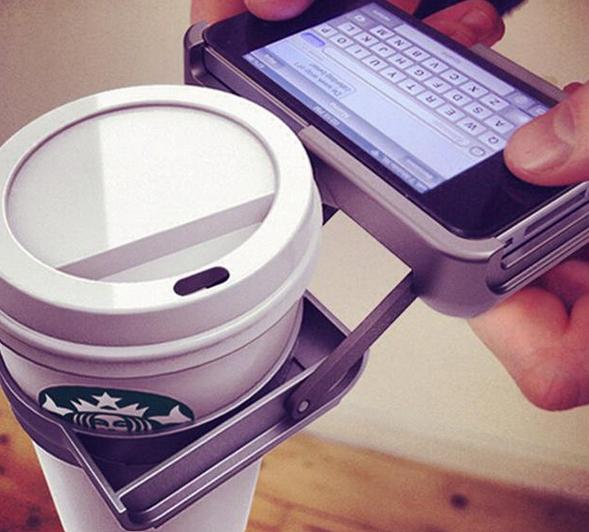 Abbildung 2: Beispiel für einen Product Fail, die Kaffebecher-Mobiltelefon-Halterung (Bildquelle)